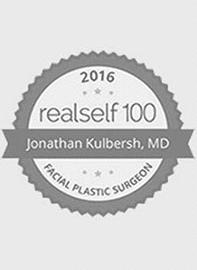 logo RealSelf por su parte superior 100 Premio del Salón de Hame presente al Dr.. Kulbersh en 2016